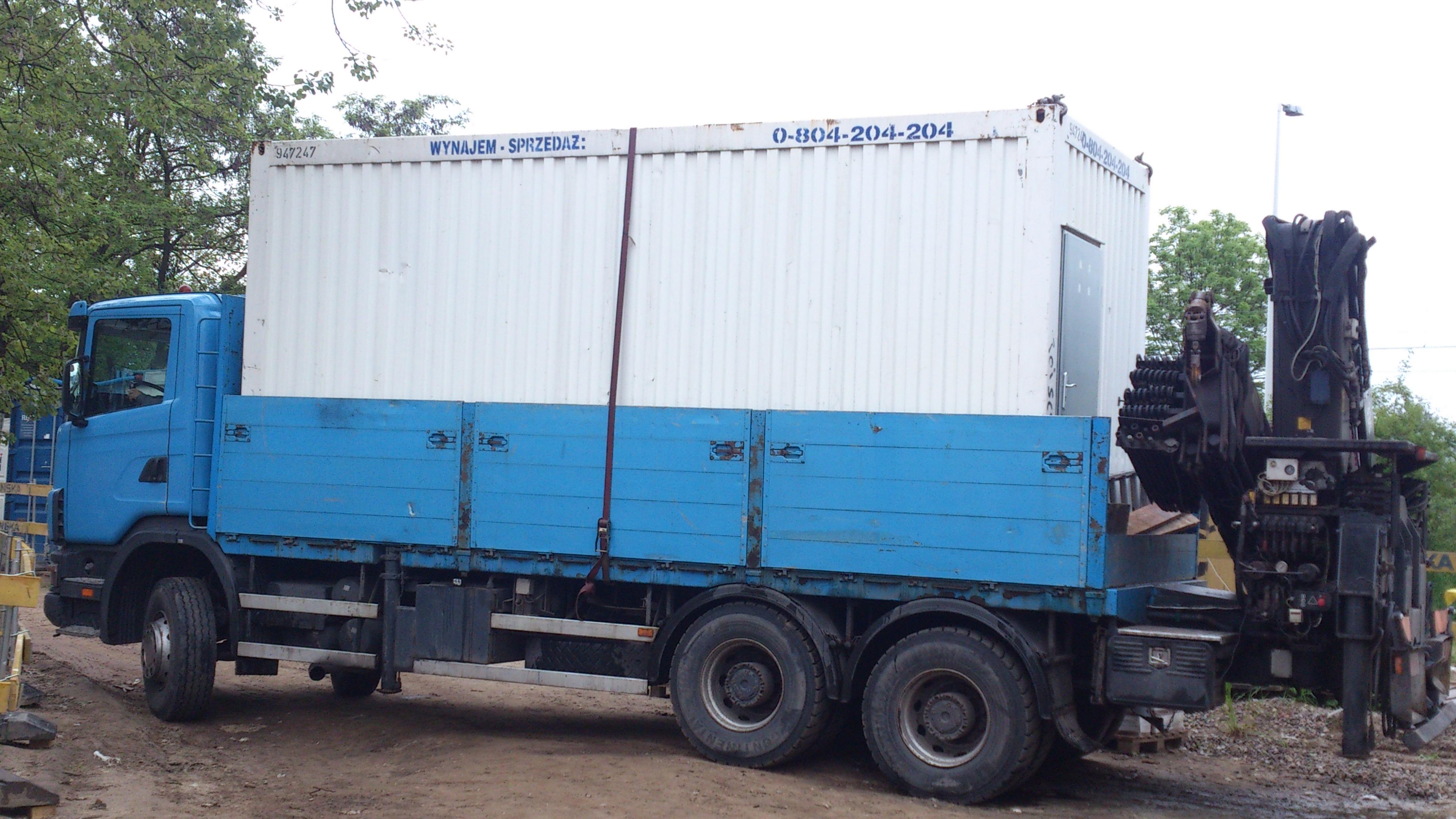 Transport kontenerów magazynowych